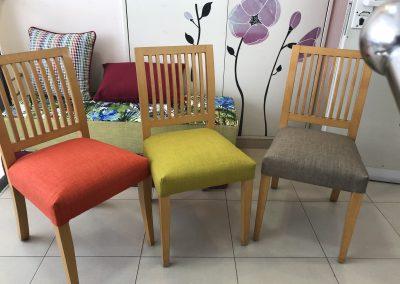 כל כסא בצבע אחר