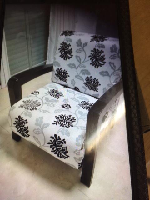כורסא שחור לבן