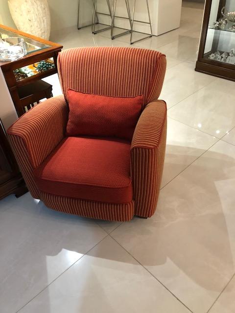 כורסא משלבת בדי בורדו
