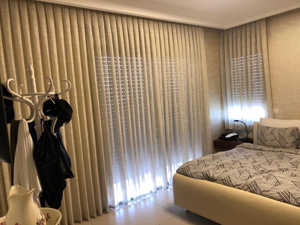 חדר שינה בגווני שמנת
